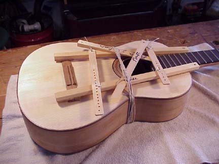 describe tuning method of spanish guitar